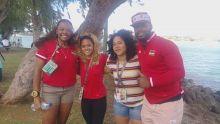 JIOI : des haltérophilistes mauriciens à fond derrière leurs camarades qui participent aux compétitions de voile