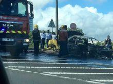 Ébène : une voiture ravagée par le feu