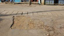 Les nids de poules irritent à Mare-Tabac