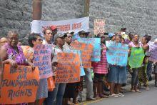 Manifestation des membres du GRC devant le haut-commissariat britannique à Port-Louis