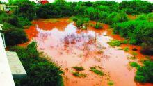 Drains inachevés à Pointe-aux-Sables: sa cour transformée en bassin par les grosses averses