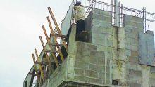 Non respect des conditions de permis: il veut que sa voisine arrête ses travaux de construction
