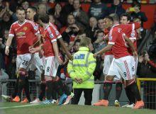 Premier League : ManU à un point d'Arsenal, Liverpool roi du derby
