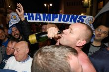 Premier League : Leicester remporte le titre sans jouer après le nul de Tottenham à Chelsea
