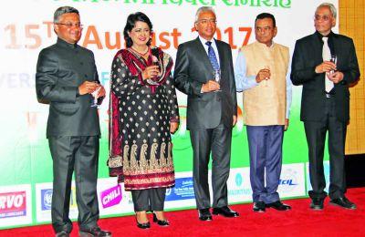 Le haut-commissaire indien, Abhay Thakur, la présidente de la République, Ameenah Gurib-Fakim, le Premier ministre, Pravind Jugnauth, le Premier ministre adjoint, Ivan Collendavelloo, et le ministre des Affaires étrangères Vishnu Lutchmeenaraidoo.