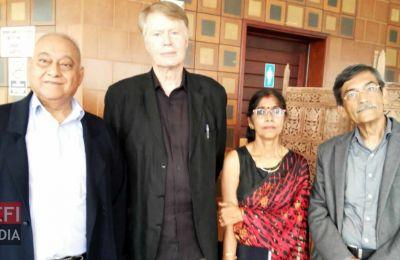 De g. à dr: Ramesh Ramdoyal, Jean-Marie Gustave Le Clezio,  Mme Panray et Issa Asgarally.
