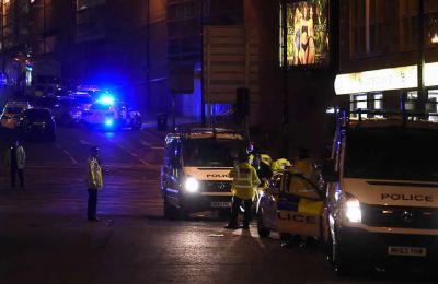 Des policiers mobilisés après l'attentat survenu à l'issue d'un concert à Manchester lundi soir