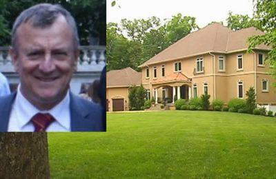 Guy Prud'homme a été assassiné par son voisin Larry Johnson qui lui reprochait d'avoir empiété sur sa propriété. Le drame s'est joué dans un quartier chic de Virginie, aux États-Unis.