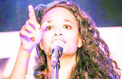 La musique est sa deuxième passion. En mode jamming, elle est souvent sur scène aux côtés d'autres artistes.