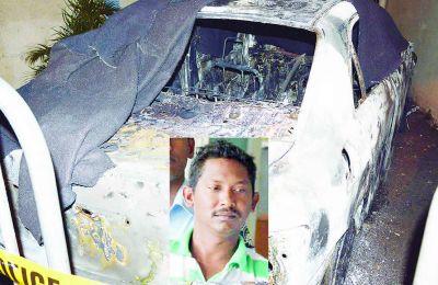 Ajaysingh Nuthoo soutient qu'il s'était endormi au volant. Sa voiture a été incendiée par des habitants.