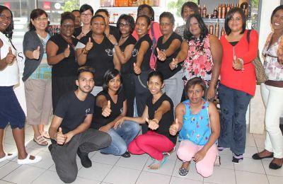 Les dames avec l'équipe de Katbalou.