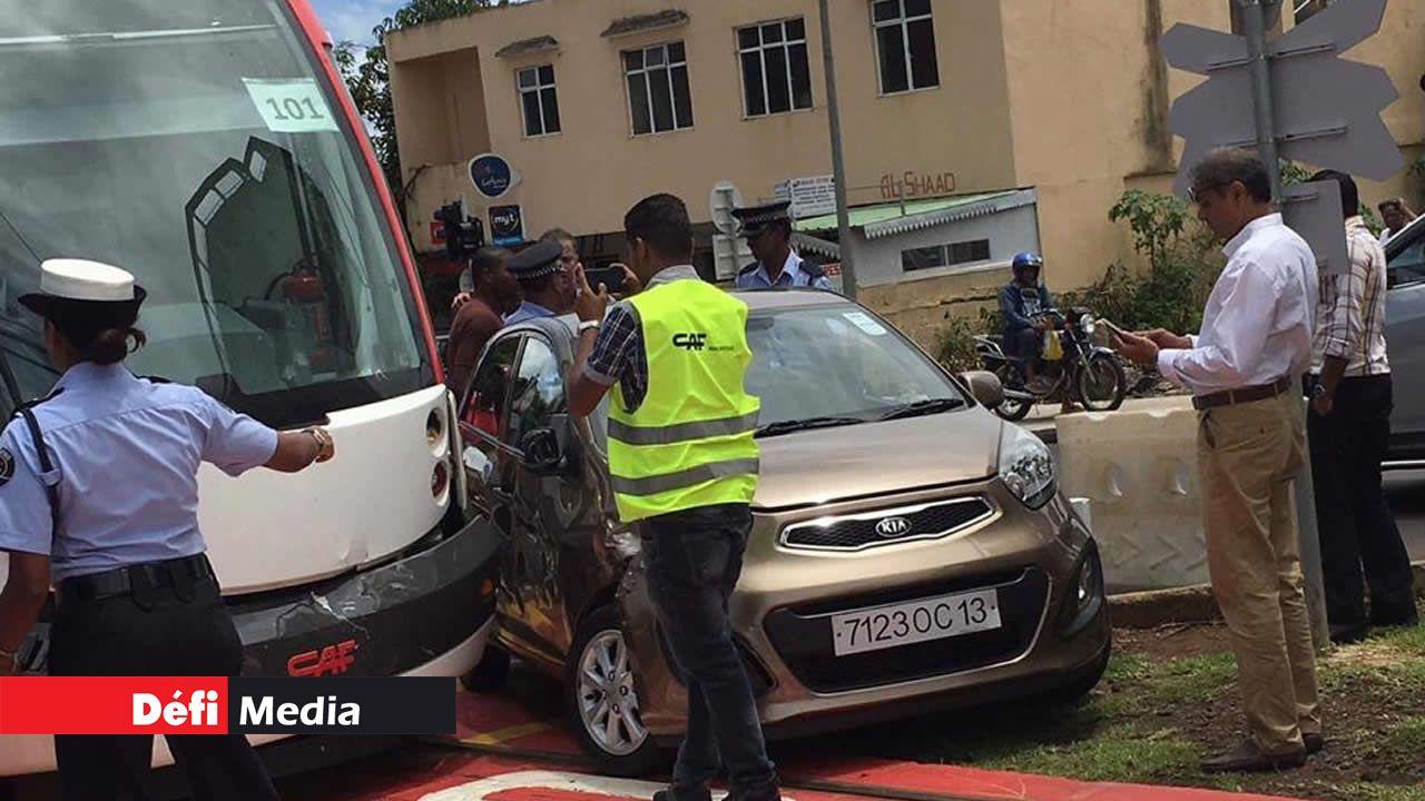 La conductrice de la voiture donnera sa version  ultérieurement à la police.