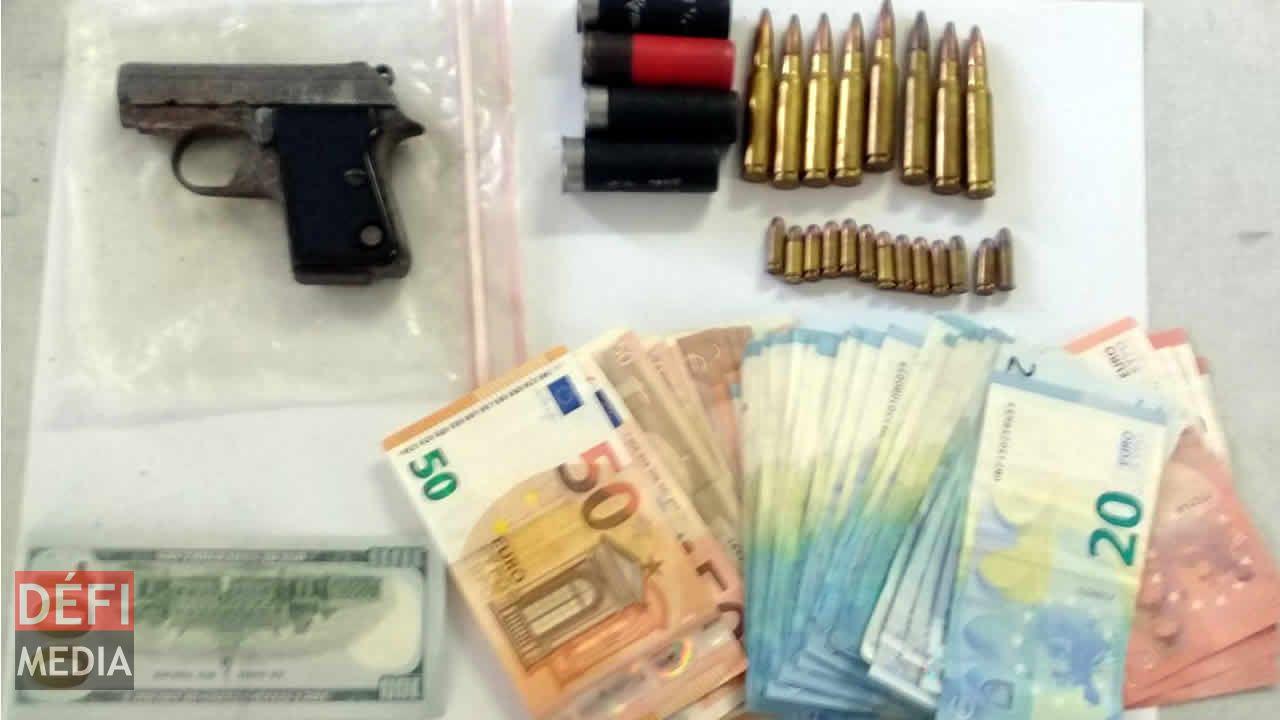 Arme, munitions et devises