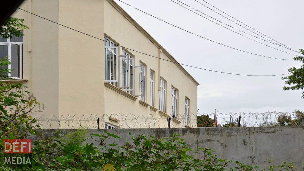 Ismaël M. a franchi le mur du Shelter de plus de deux mètres avant d'enlever son bébé.