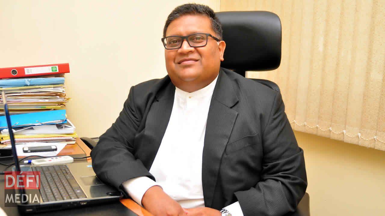 L'avocat Neil Pillay.