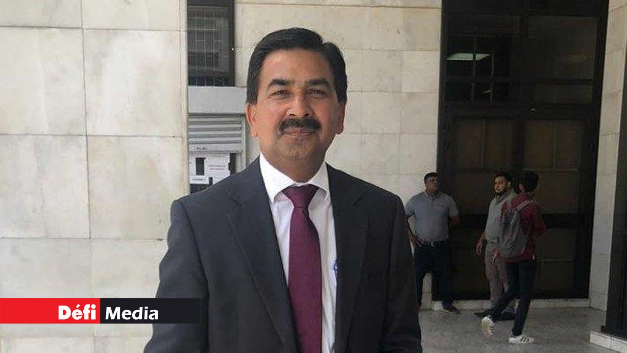 Le Dr Sudesh Kumar Gungadin à sa sortie de la Cour intermédiaire.