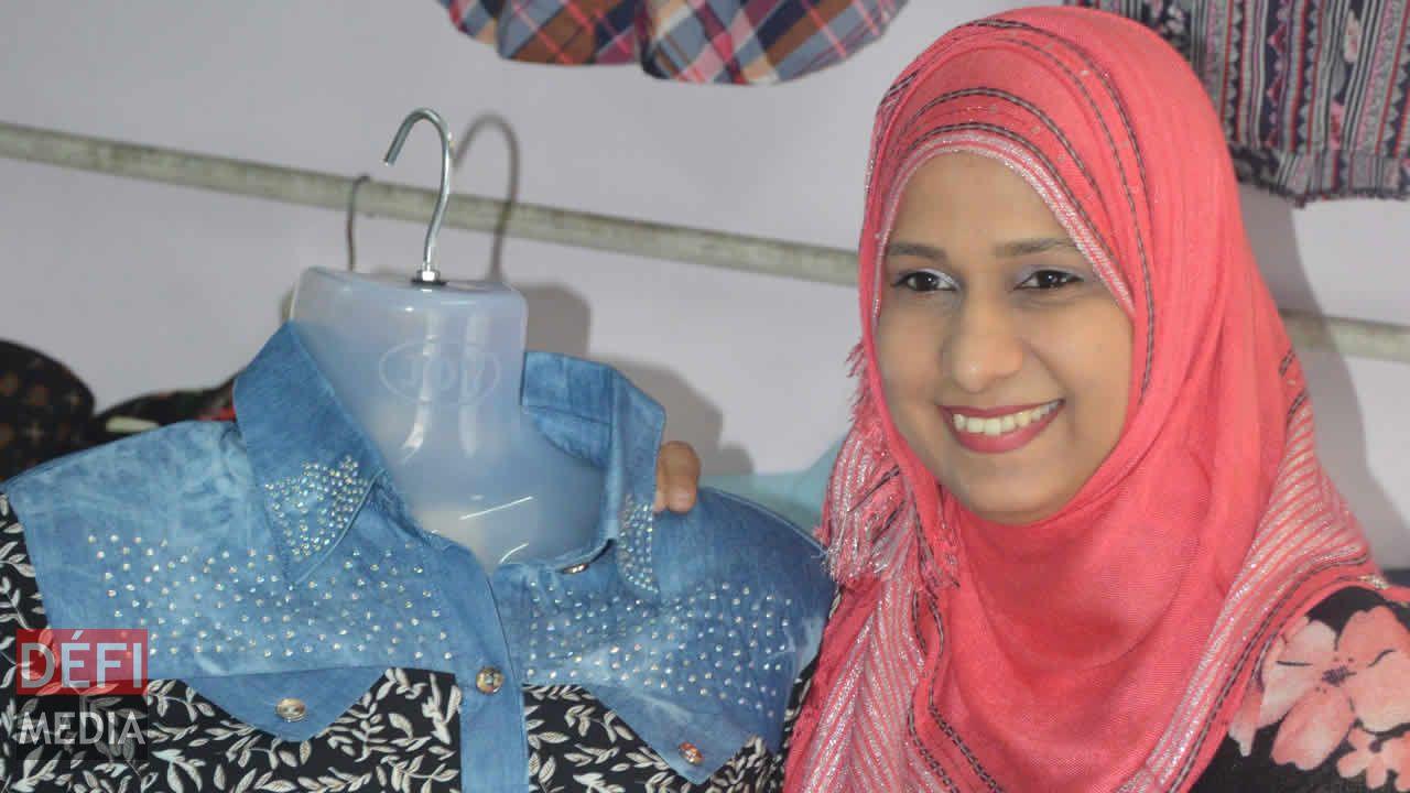Fardeenah accueille ses clients avec un sourire.