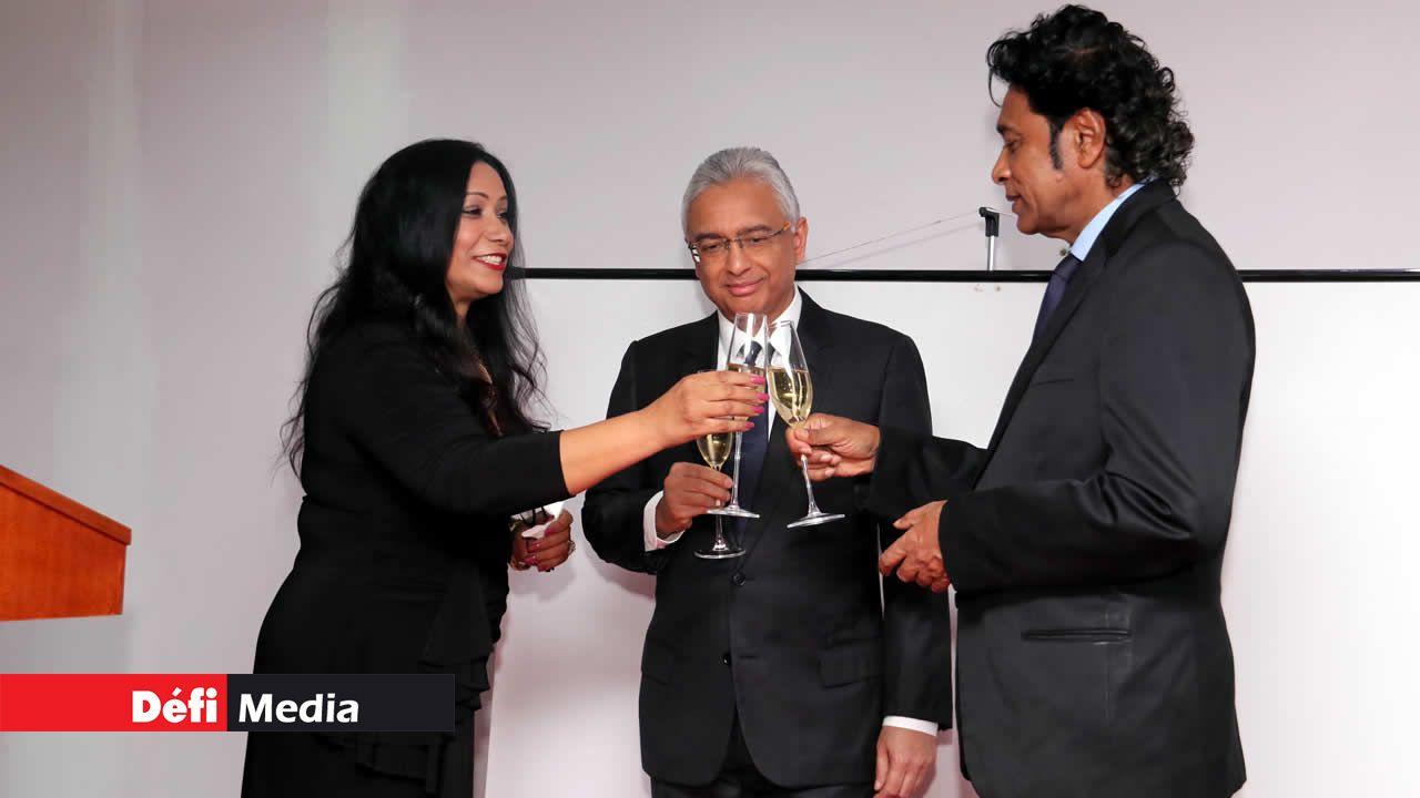 L'ambassadrice Aya Saad Mohamed, le PM, Pravind Jugnauth, et Nando Bodha