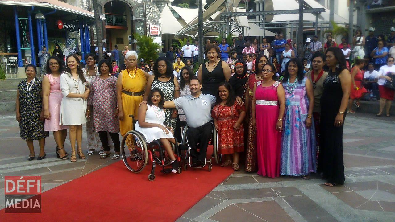 Défilé des femmes handicapées  et survivantes du cancer
