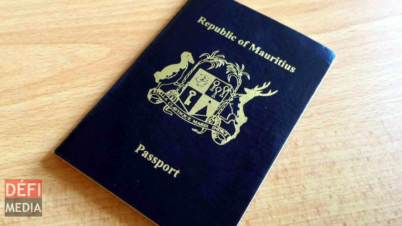 Pour octroyer une carte d'identité nationale à un étranger, il faut obtenir l'aval du Prime Minister's Office (PMO).