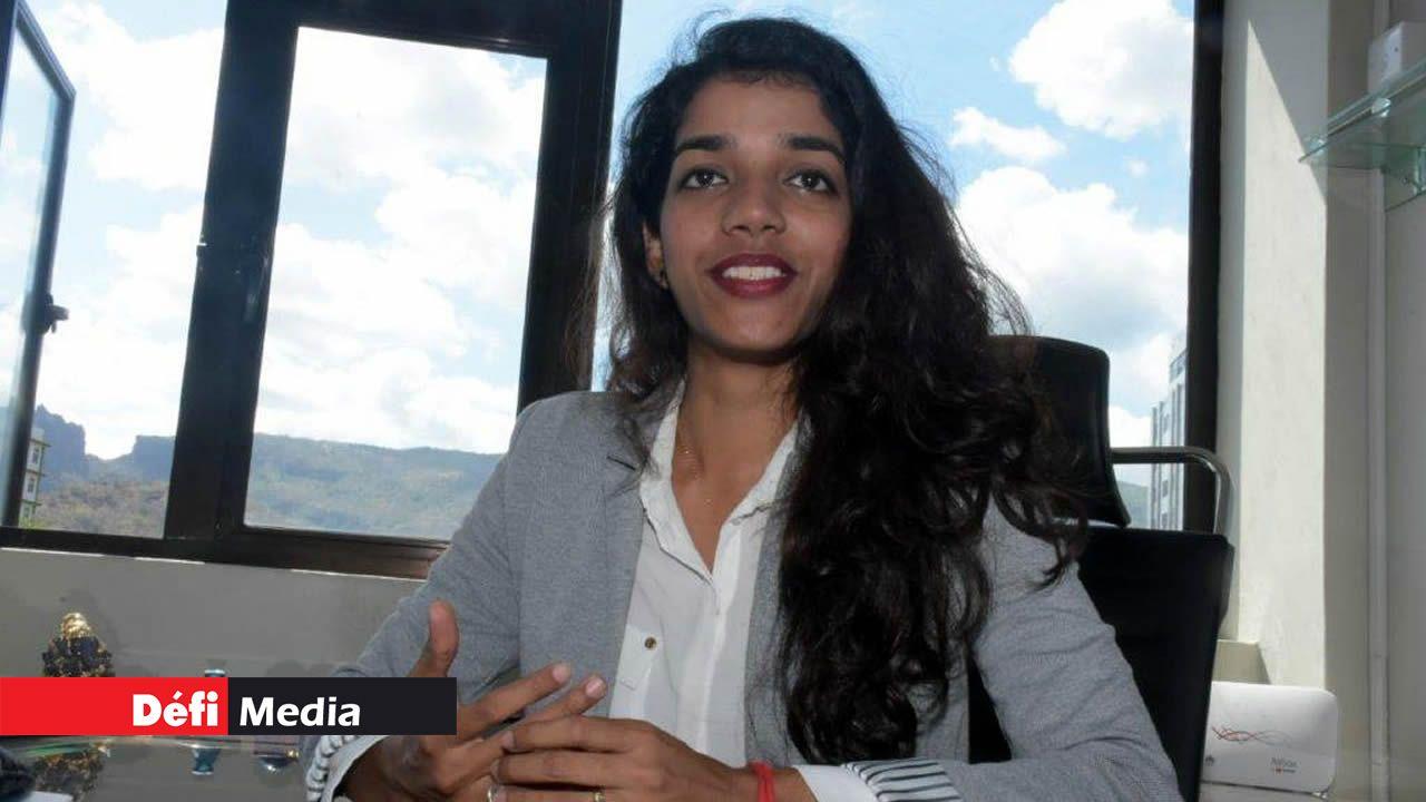 L'avocate  Pooja Luchmun.