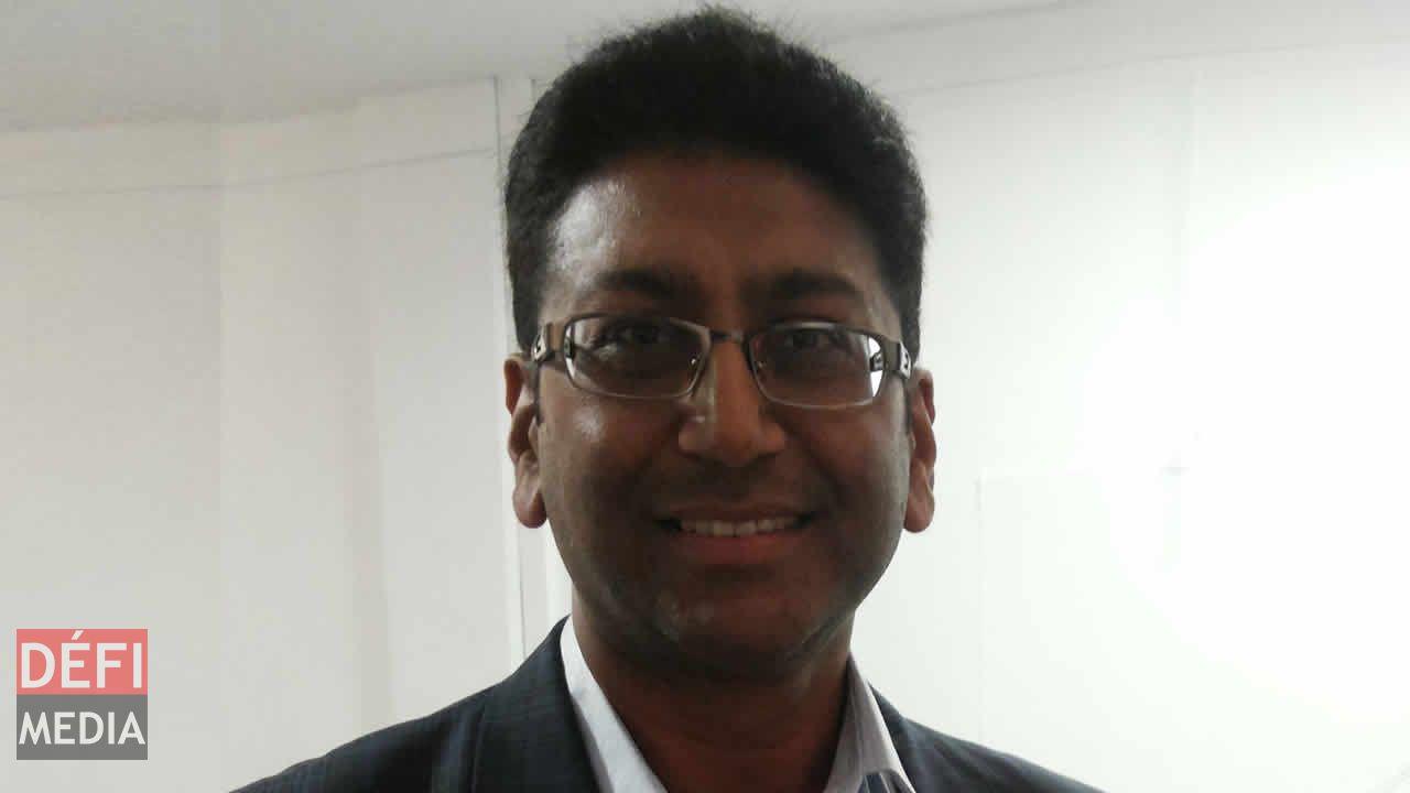 Professeur Dhanjay Jhurry