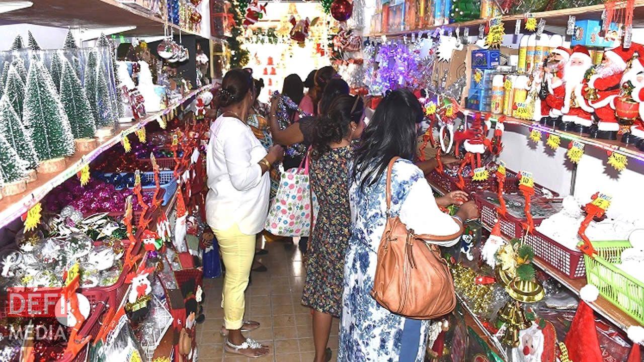 L'ambiance de Noël se ressent déjà dans les rues de Port-Louis.