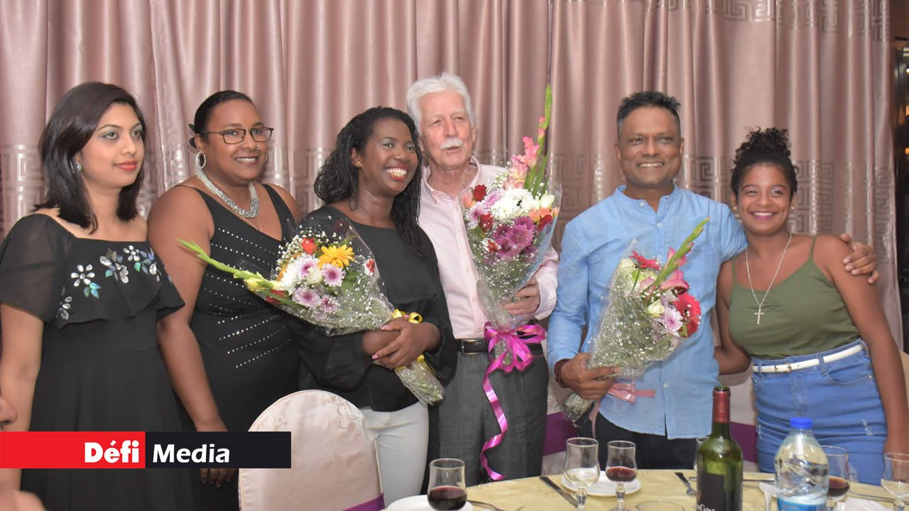 Paul Bérenger et d'autres membres du MMM ont participé à la fête de fin d'année du comité régional mauve de la circonscription no19.