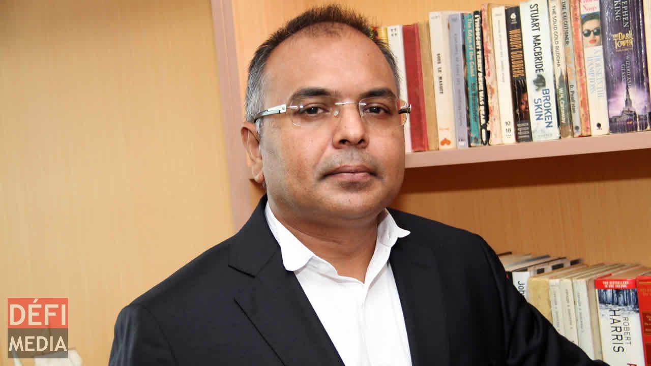 Me Sanjeev Teeluckdharry.