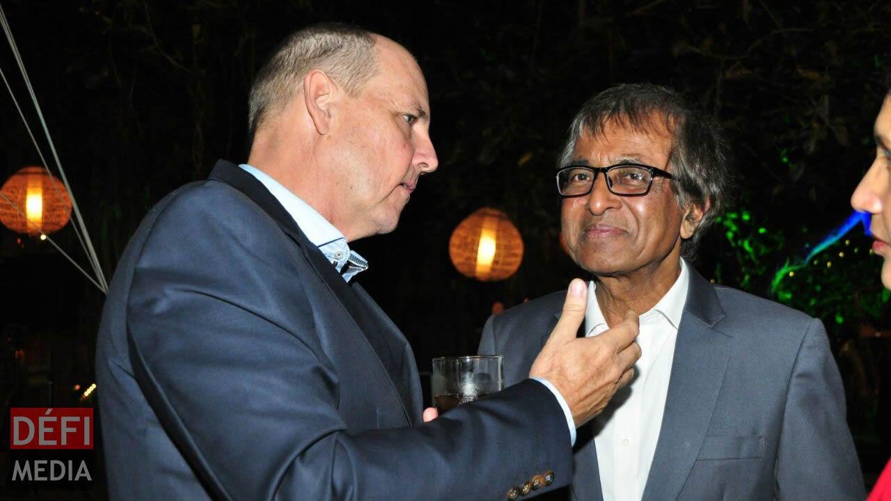 Jean Michel Pitot et le ministre Anil Gayan.
