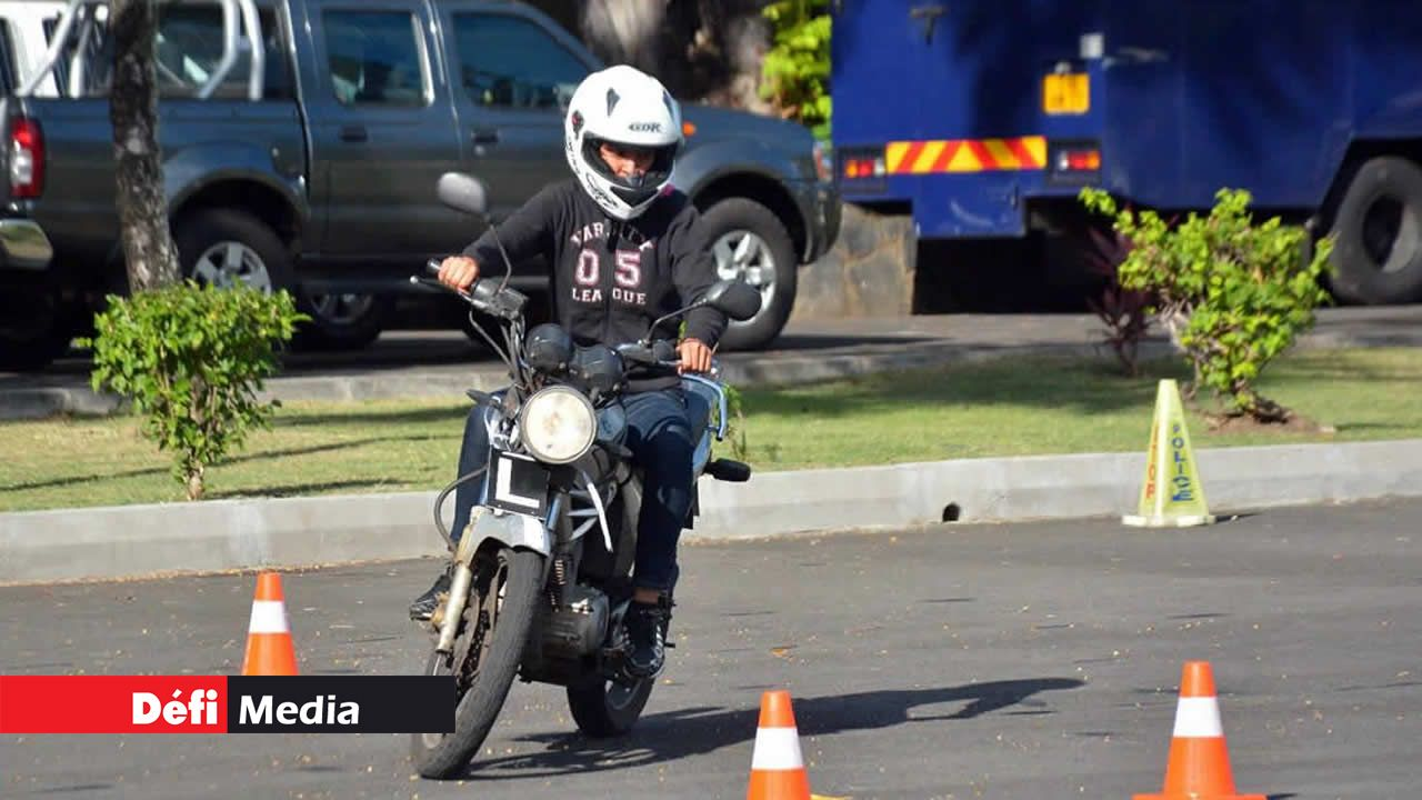Dilemme d'un motard : à 95 décibels, l'échappement de sa