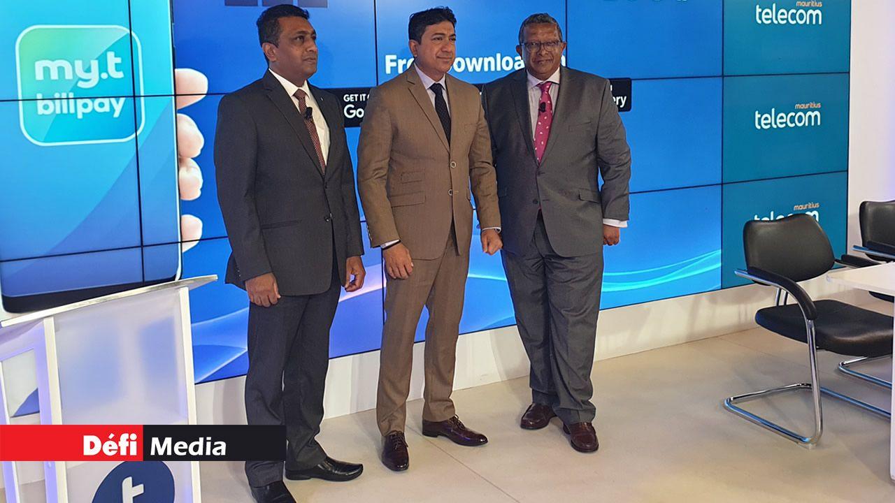 De gauche à droite: Hoolass Lochee, General Manager de la CWA, Sherry Singh, CEO de MT, et Jean Donat, General Manager du CEB.