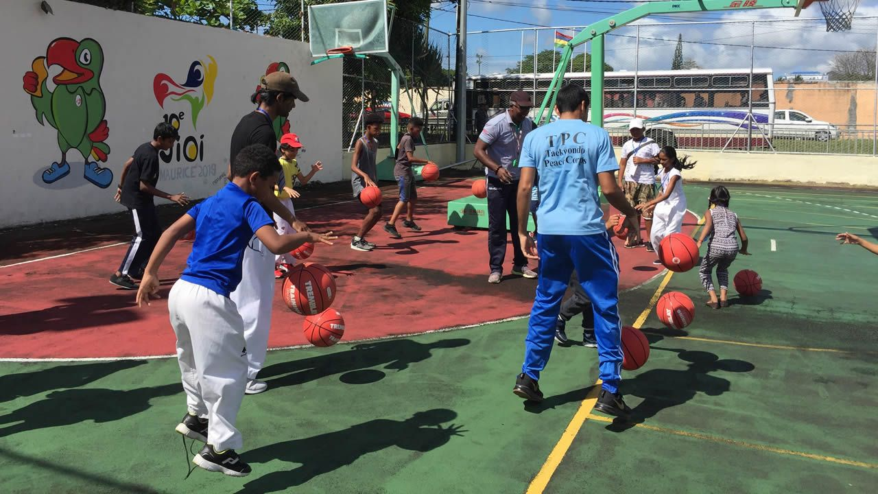 «Active Mauritius debark kot twa», est l'un des projets de l'implémentation de la National Sport & Physical Activity Policy, en matière de sensibilisation et promotion de la pratique d'une activité physique auprès des mauriciens, âgés de 7 à 90 ans.