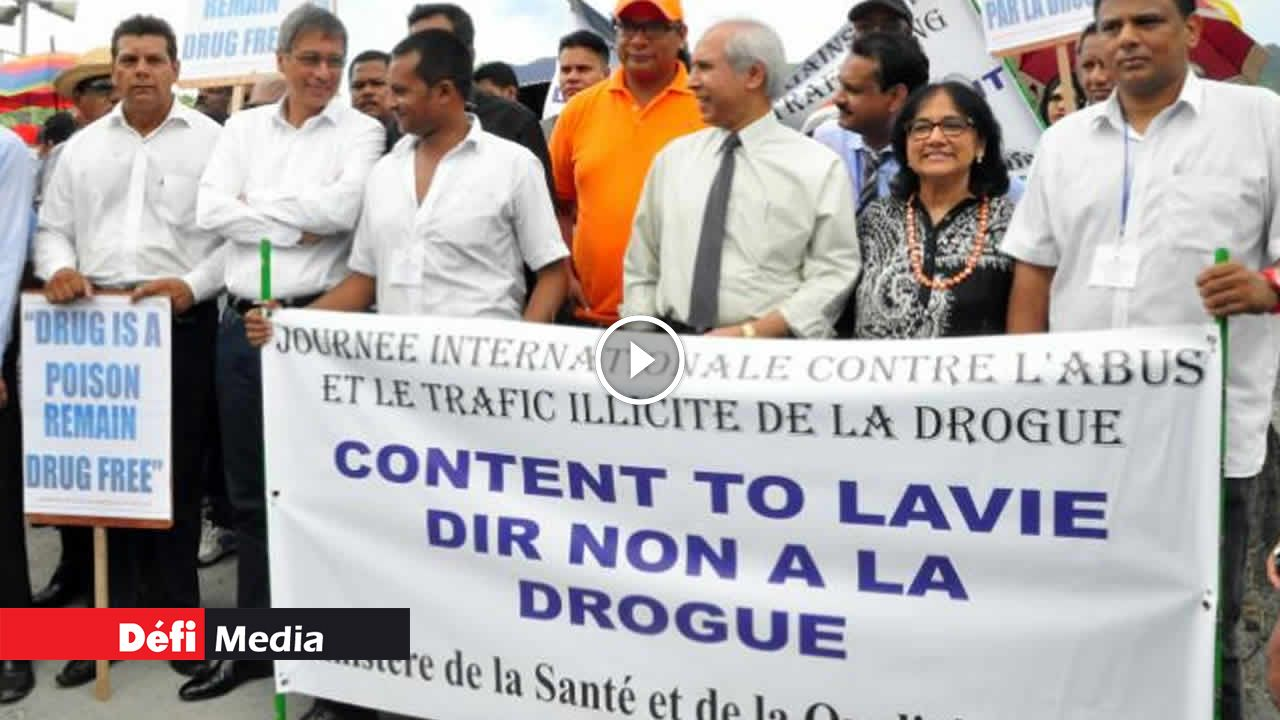 Réintroduction de la méthadone : Xavier-Luc Duval félicite Anwar Husnoo - Le Defi Media Group
